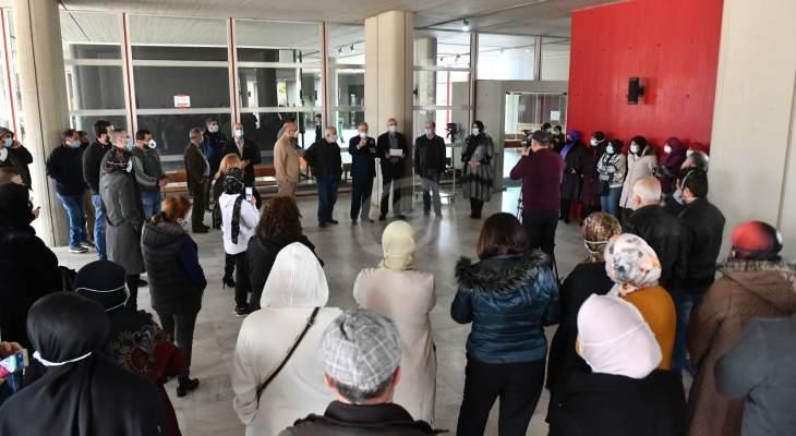 اعتصام لرابطة العاملين بالجامعة اللبنانية في الحدت للمطالبة بالعمل بنظام المداورة