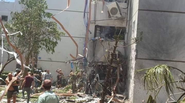 الإعلام الإسرائيلي:إصابة 8 مستوطنين بسقوط صاروخ مباشر على برج في أسدود