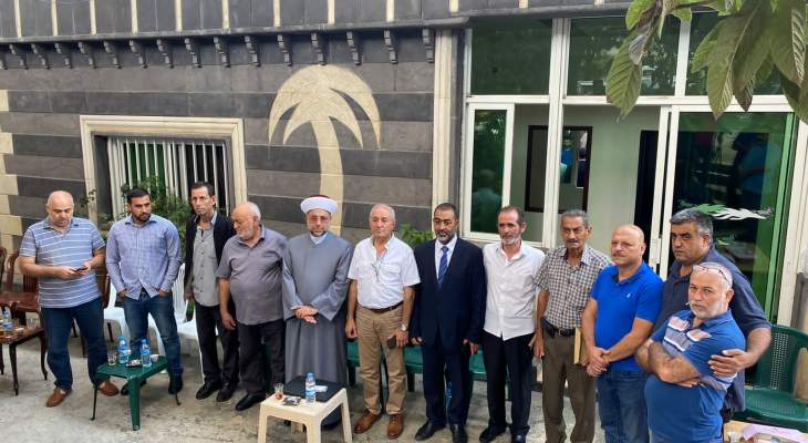عبد الرزاق سلم أهالي شهداء التليل مساعدات من حزب الله: قوافل المازوت انتصار على الحصار الاميركي
