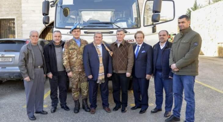 الكتيبة الإيطالية قدمت شاحنة لمشروع مياه الري لصالح اتحاد بلديات بنت جبيل