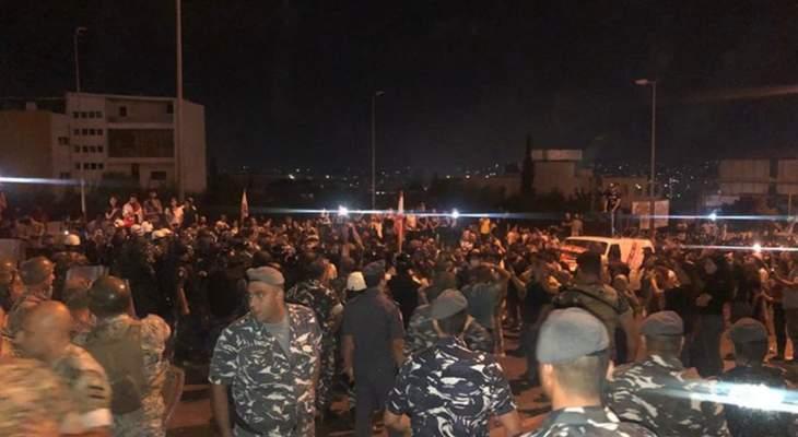 مواجهات بين المتظاهرين والقوى الأمنية في بعبدا على طريق القصر الجمهوري