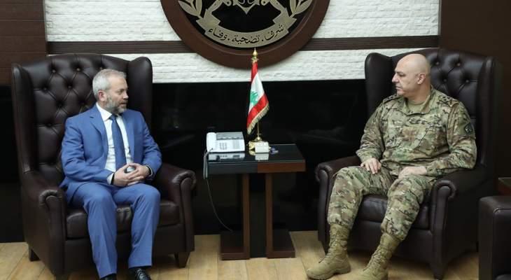 قائد الجيش بحث مع حبشي بالأوضاع العامة وتداول مع زاسبكين بعلاقات التعاون بين جيشي البلدين