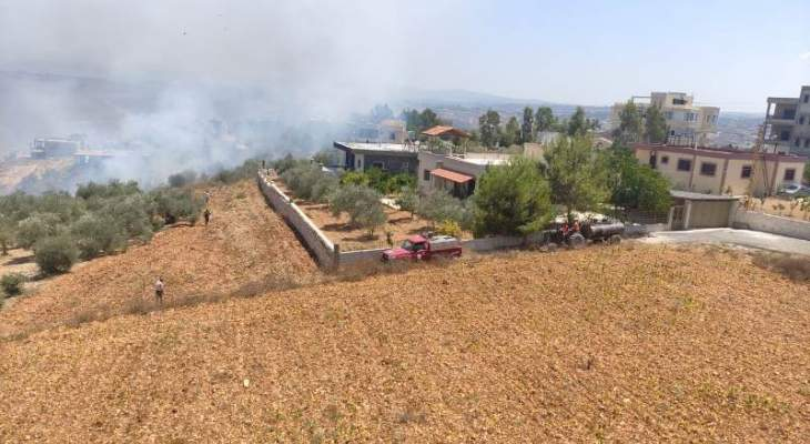 حريق هائل في صريفا يهدد المنازل والاهالي يناشدون المساعدة في اخماده