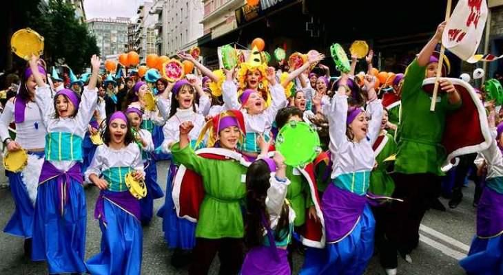 اليونانيون يستقبلون شهر الصوم بالرقصات الفولكلورية والازياء التقليدية