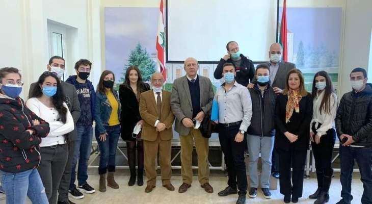 رئيس بلدية زحلة معلقة وتعنايل التقى مجموعة من الشباب الزحليين واستمع لأفكارهم