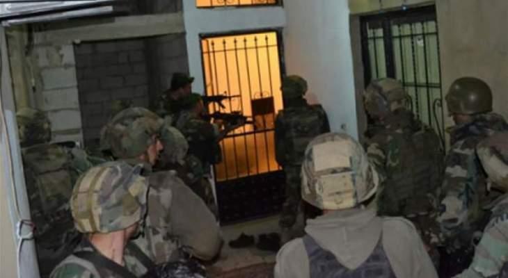 النشرة: الجيش اللبناني يداهم منازل في حي الشراونة على خلفية إشكال فردي