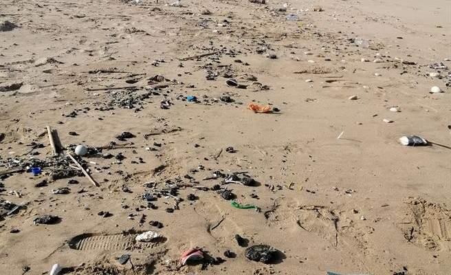 السعودي: بقع من القطران الأسود وصلت إلى شاطىء صيدا وسنعمل على إجراء مسح لتحديد الضرر