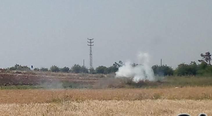 الجيش الاسرائيلي القى 3 قنابل دخانية بإتجاه المزارعين قرب مستعمرة المطلة