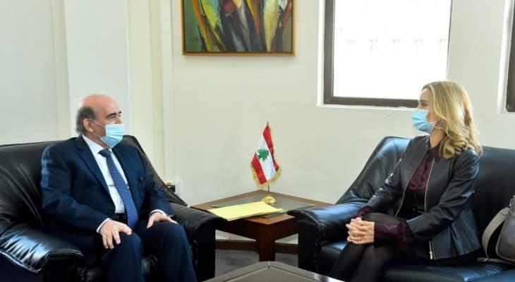 وزير الخارجية التقى سفيرة سويسرا: على وسائل الإعلام تغطية خبر القضاء السويسري من دون تأويل