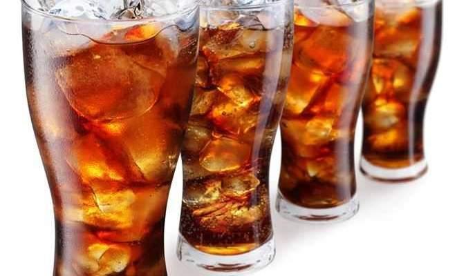 ماذا يحدث لجسمك عند تناول المشروبات الغازية في الإفطار والسحور؟
