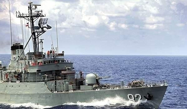 حريق بسفينة تدريب تابعة للبحرية الإيرانية عند مدخل الخليج وإجلاء الطاقم