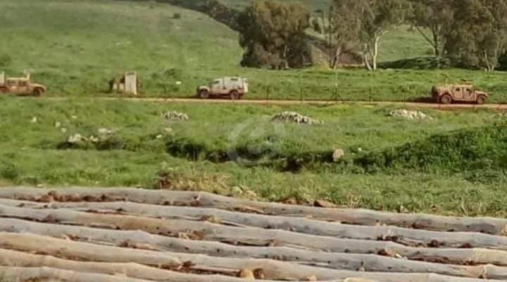 النشرة: قوة عسكرية اسرائيلية مشطت الطريق العسكري ما بين تلال الوزارني ووادي العسل