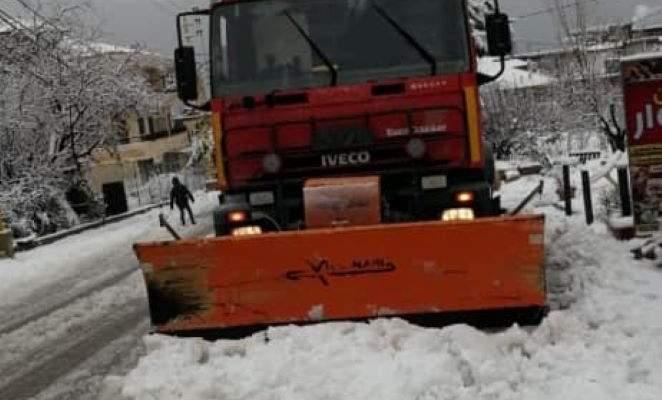 إعادة فتح طريق وطى مشمش مرجحين الهرمل المقطوعة بالثلوج