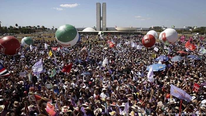 آلاف النساء تظاهرن ضد رئيس البرازيل للمطلبة بحماية حقوقهن وتحسين ظروف المعيشة