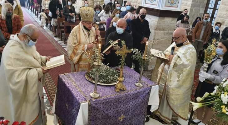 المطران درويش بأحد الشعانين: أصبح عيدا روحيا ولقاء شخصيا مع يسوع القادم إلينا