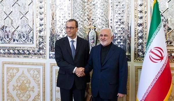 ظريف أبلغ مدير وكالة الطاقة الذرية أن الاتفاق النووي يسمح لإيران بتقليص التزاماتها