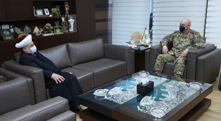 """قائد الجيش بحث مع رئيس """"حركة الإصلاح والوحدة"""" بالأوضاع العامة في البلاد"""