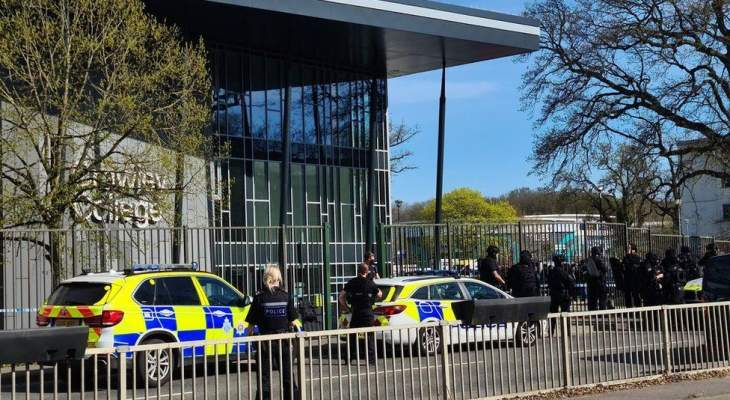 اعتقال شخص وإصابة 2 آخرين نتيجة حادث إطلاق نار في كلية بجنوب بريطانيا
