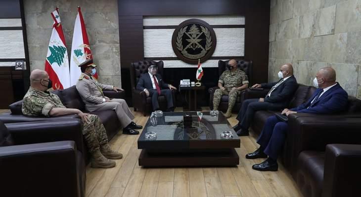 قائد الجيش بحث مع سفيرَي مصر وسويسرا بعلاقات التعاون مع جيشي البلدين