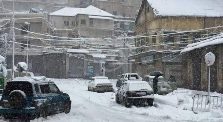 النشرة: الثلوج تتساقط بكثافة في مدينة زحلة