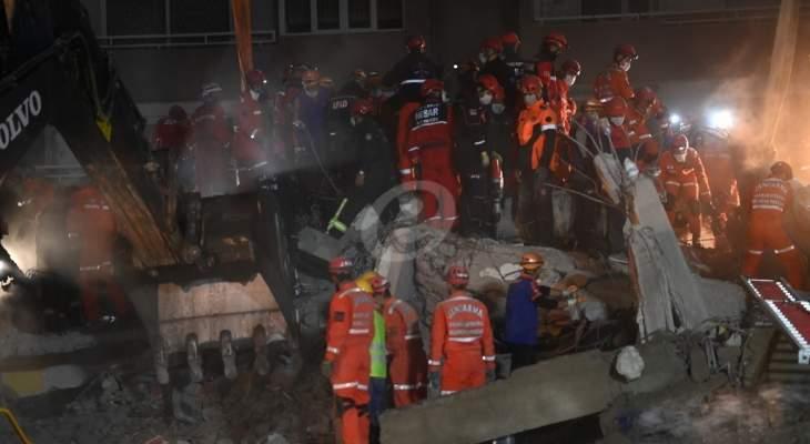 ارتفاع حصيلة ضحايا زلزال إزمير في تركيا إلى 76 قتيلا و962 مصابا