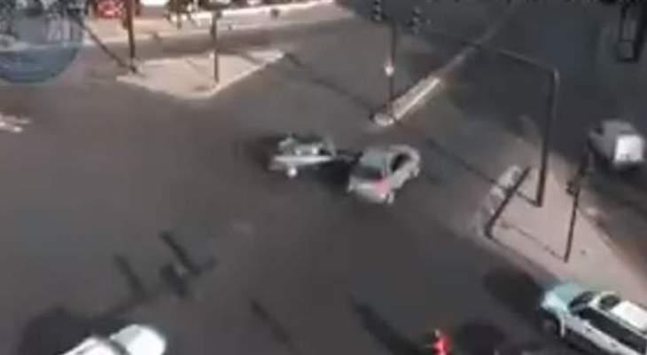 المواطنون يفترشون الطريق في الشيفروليه بعد محاولة الجيش فتحها بالقوة