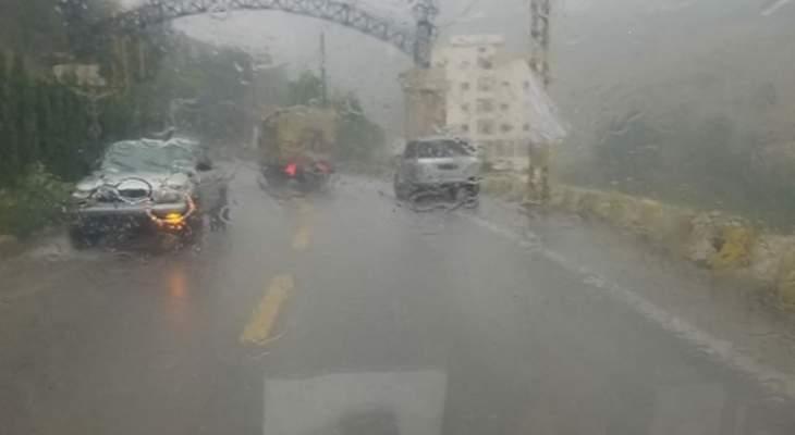 تساقط أمطار في مرتفعات الضنية
