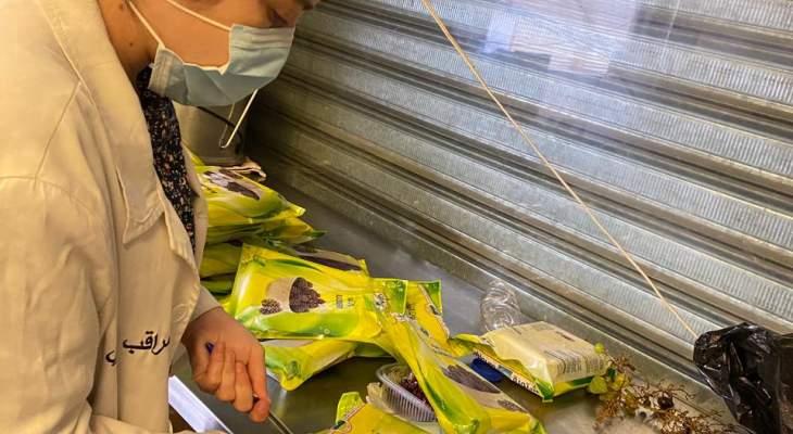 المفرزة الصحية تسطر محضر ضبط وتلف لمحل عصائر في حارة حريك