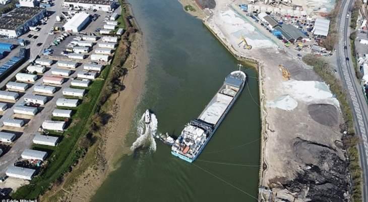 جنوح سفينة شحن أثناء عبورها في نهر أرون غرب مقاطعة ساسكس