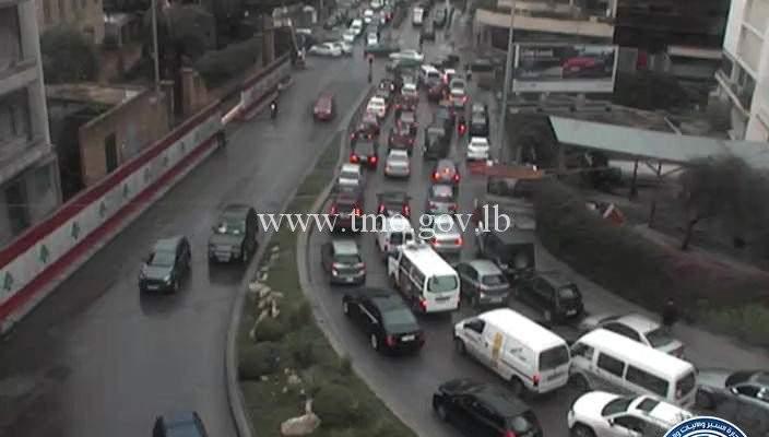 التحكم المروري: تزفيت طريق كفرشيما شويفات وتحويل السير للطرقات الفرعية