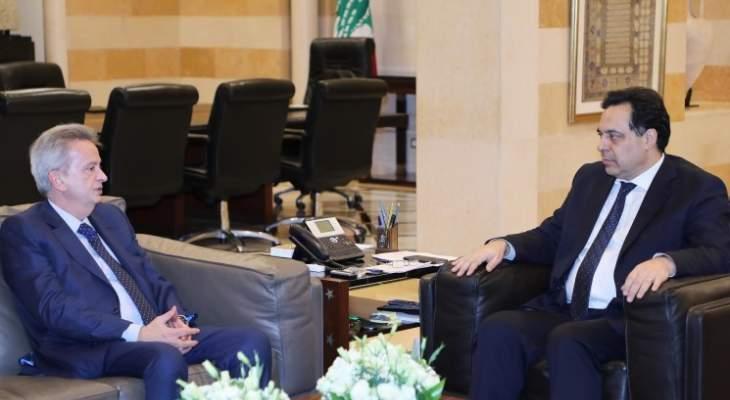 وصول حاكم مصرف لبنان إلى السراي قبيل بدء جلسة مجلس الوزراء