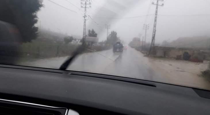 النشرة: المنخفض الجوي يشتد بحاصبيا مع برد قارس وأمطار كثيفة خلفت سيولا