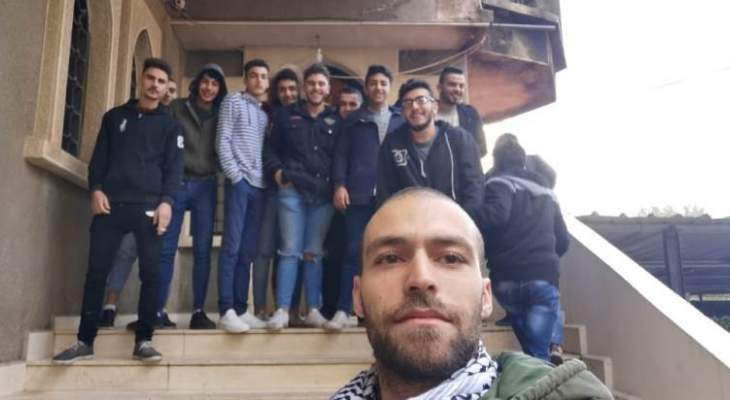 شبان اقفلوا دائرة مؤسسة كهرباء لبنان في مزبود