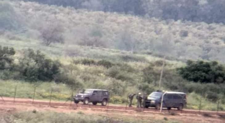 النشرة: قوة إسرائيلية تفقدت السياج الحدودي قبالة الوزاني قابله دوريات للجيش