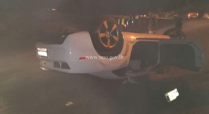 جريحان نتيجة حادث تصادم بين سيارتين على طريق عام عجلتون