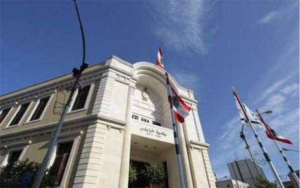 بلدية طرابلس: لم ترفع صورة الأسد ولا علم سوريا لتصوير لقطات من مسلسل داخل البلدية