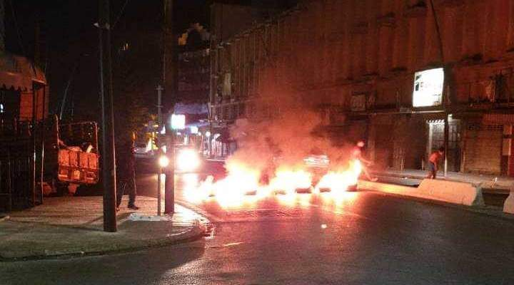 النشرة: اقفال شارع رياض الصلح بصيدا بالاطارات المشتعلة احتجاجا على قرار وزارة العمل
