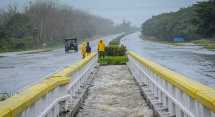 إعصار يجتاح الفيليبين ويعطل السفر والعمل وإجلاء نحو 200 ألف شخص