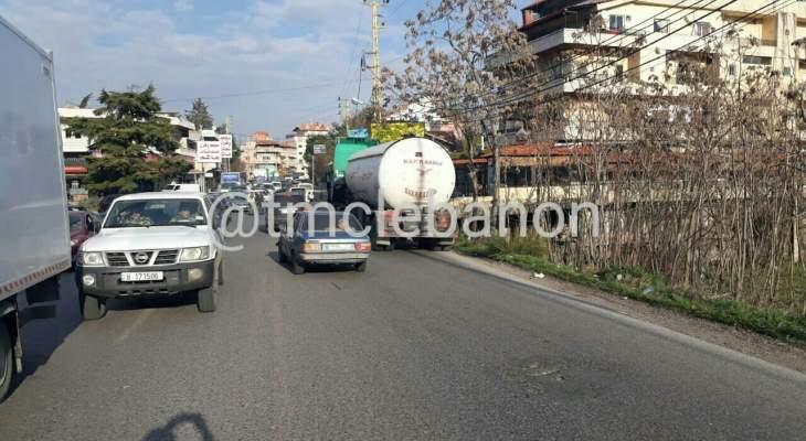 تعطل صهريج على مفرق جديتا باتجاه شتورا وحركة المرور كثيفة