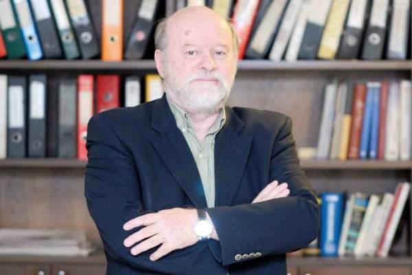وفاة المفكر والمحلل السياسي أنيس نقاش بفيروس كورونا