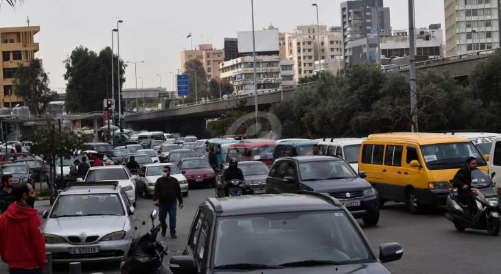 انطلاق مسيرة للشاحنات والفانات من مستديرة الدورة باتجاه وزارة الداخلية