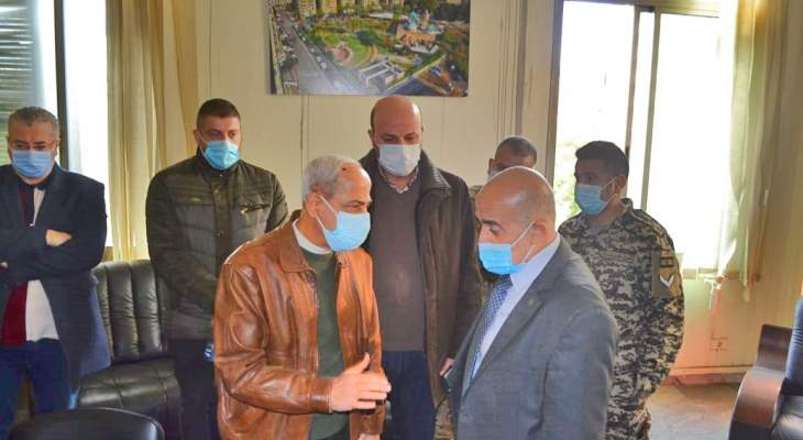 خير تفقد الأضرار في مبنى بلدية طرابلس: الترميم والمساعدات بأسرع وقت