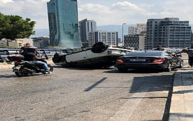 النشرة: إنقلاب سيارة قرب مستشفى اوتيل ديو باتجاه العدلية