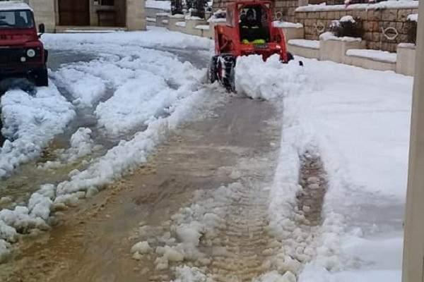 الدفاع المدني: تسهيل حركة المرور على طرقات نبع الصفا وعين زحلتا التي غمرتها الثلوج