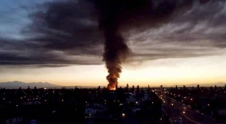 اندلاع حريق هائل في منطقة صناعية في كومبتون بولاية كاليفورنيا
