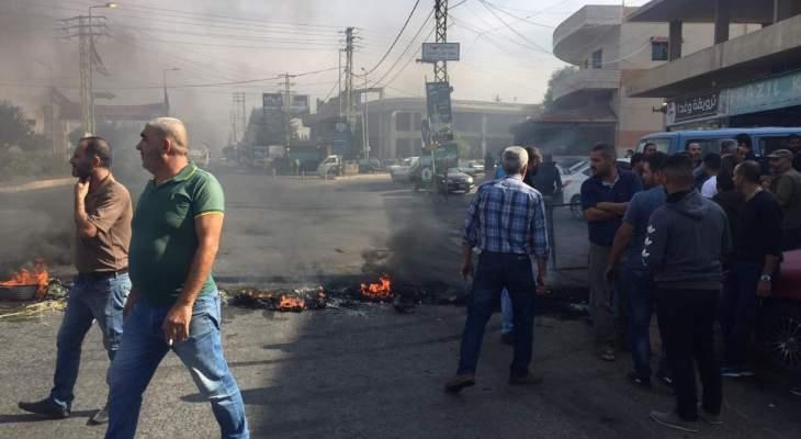 قطع الطرق الرئيسية بين طرابلس وبيروت بشكل تام