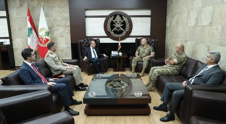 قائد الجيش عرض الأوضاع مع ترزيان والتقى سفير مصر بزيارة وداعية
