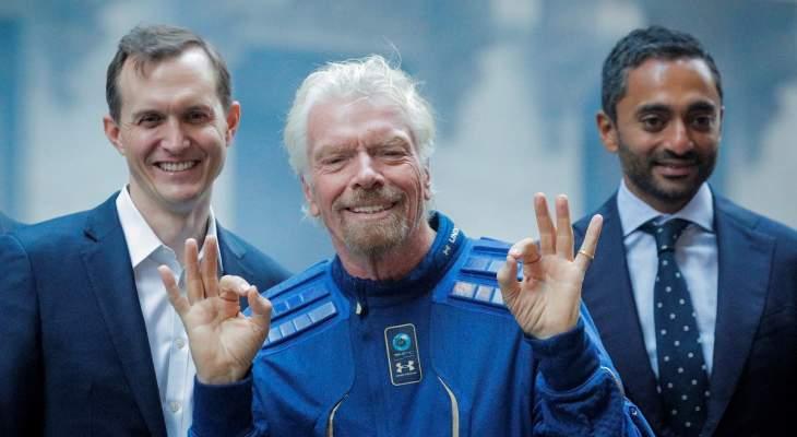 ملياردير مغامر يقود أول رحلة سياحة للفضاء ويسبق منافسيه بيزوس وماسك