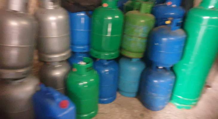محافظ بيروت أمر بمصادرة كميات كبيرة من قوارير الغاز مخزنة داخل إحدى المحال في قريطم