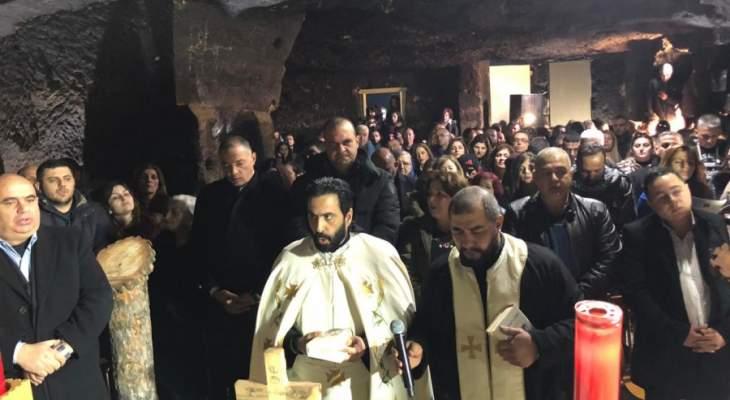 قداس إلهي داخل مغارة مار مارون بمناسبة عيده لأول مرة منذ أكثر من ألف عام